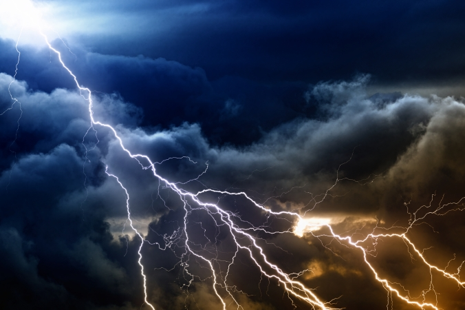 cloudy_lightning_sky_wallpaper_ultra_hd